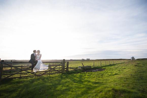 elizabeth donovan photography vogue female wedding photographer swindon wiltshire barbury castle bride groom