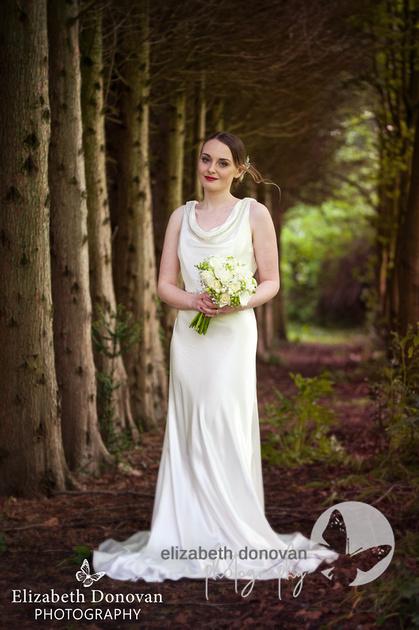Red lip bride, wedding chiseldon house, chiseldon house, elizabeth donovan photography, female wedding photographer, swindon, wiltshire wedding photographer