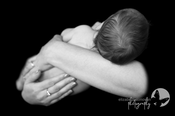 newborn baby black and white Baby photo shoot in the home natural photography with little one family lifestyle swindon wiltshire
