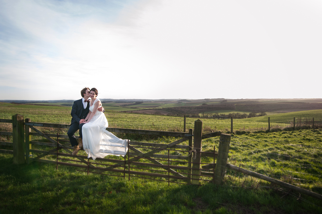 elizabeth donovan photography vogue female wedding photographer swindon wiltshire barbury castle bride groom